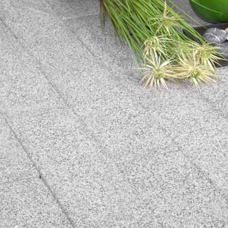 Abeton Linea térkő növénnyel