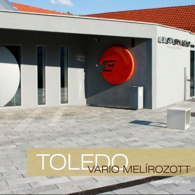 Toledo Vario Melírozott térkő cégbejárat előtt
