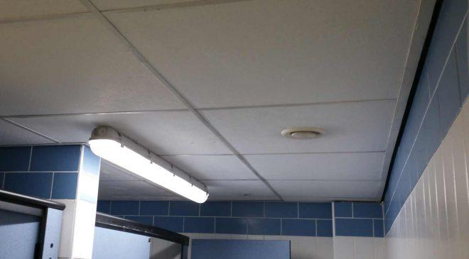 Álmennyezet egy wc-ben