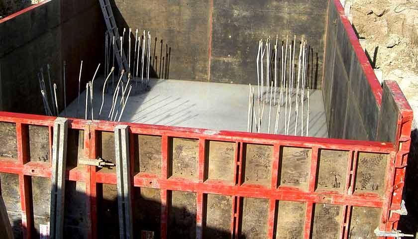 инвентарная щитовая опалубка на фундамент